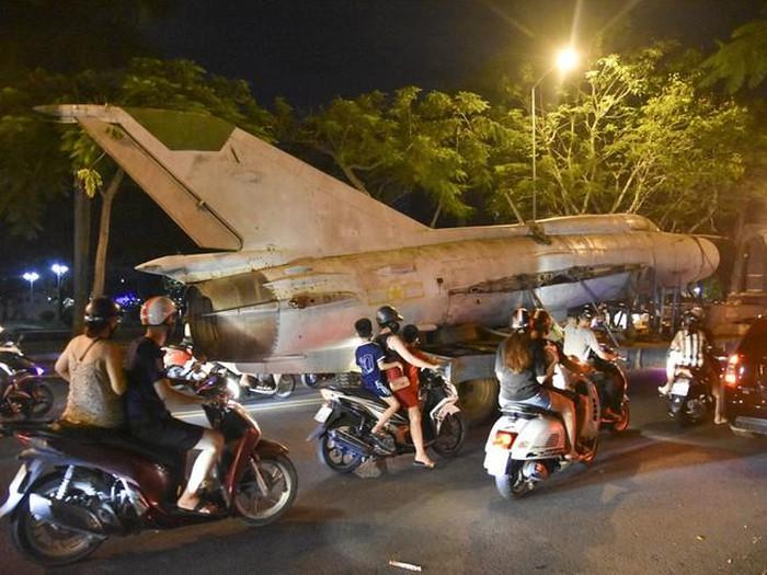 Di dời máy bay, xe tăng ở bảo tàng đến địa điểm mới